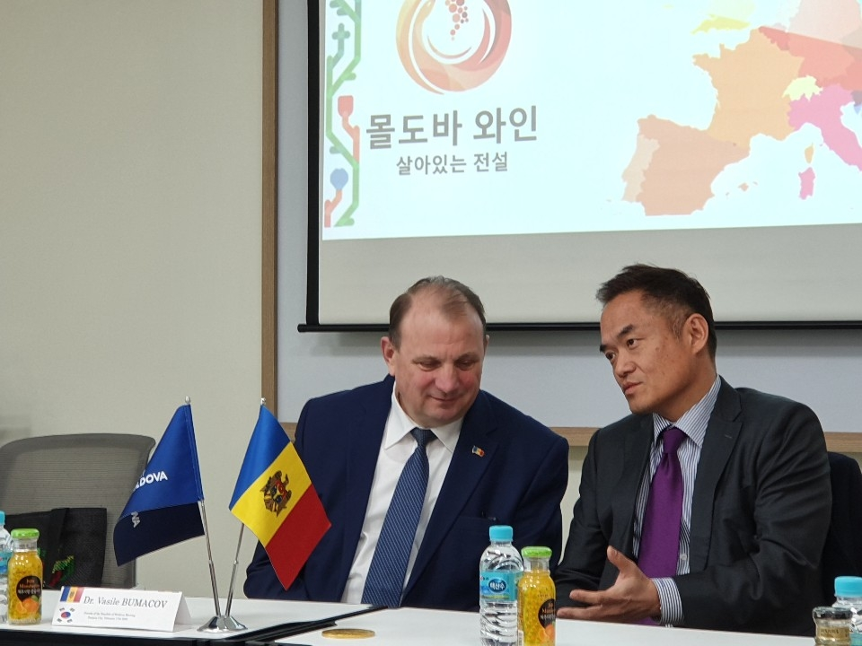 Mr. ​Mr. Vasile Bumacov and Yang Young-Mo, Honorary Consulate of the Republic of Moldova​