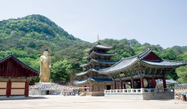 Temples of various sizes are an integral part of Korean history. © imagetoday